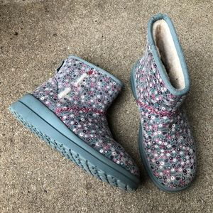 Rare UGG I Heart Kisses Floral Gray Mini Boot